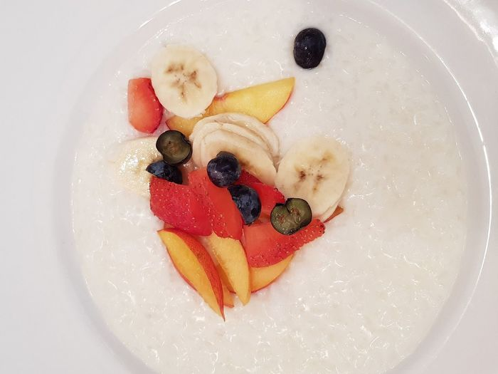 EyeEm Selects Fruit Food And Drink Healthy Eating Food Directly Above Indoors  No People Ready-to-eat Freshness Close-up Day Restaurant Breakfast Rice Porridge Tasty Healthy Fruits Morning Breakfast Time Plate Delicious Strawberry Banana
