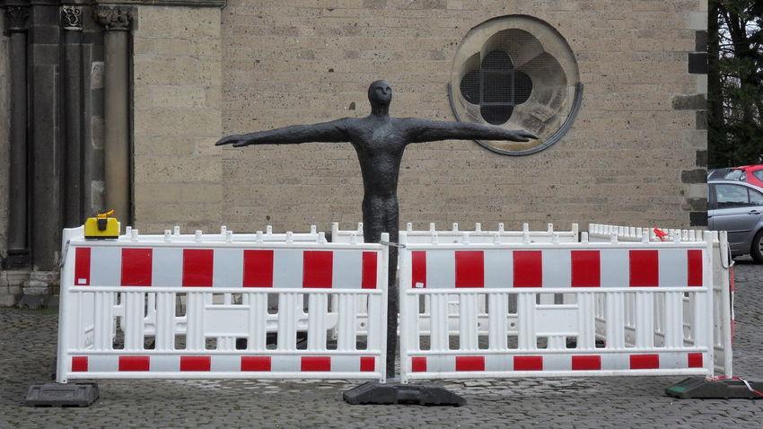 Abteiberg Baustelle Kunst Mönchengladbach Münsterkirche  Statue