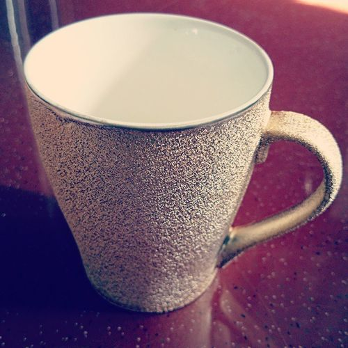 """....diwali gifts are so pleasing, like one of these ⬅⏪◀"" Bling Goldplated Coffeemug Loveit newlove thankyoumaa"