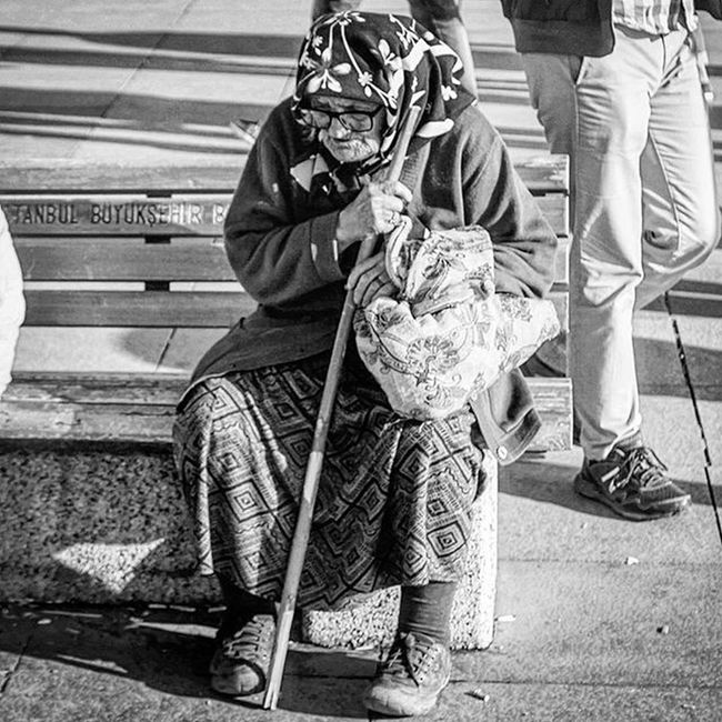Old Oldwoman Lonely Instagram Photooftheday PhotoADay Photo Poor  Like4like Likeforfollow Likes4likes Bnw Bnw_life Life Bnw_captures Black Blackandwhitephotography Tired Sad Istanbul Istanbullife Turkey Kadıköy Seaside Waiting