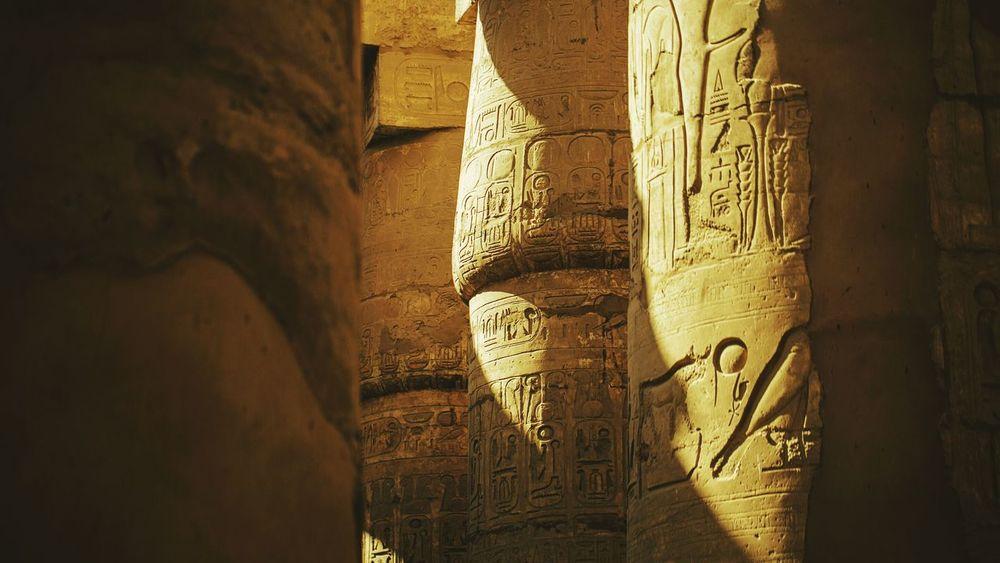 神庙的立柱上镌刻着几千年的古老传说 Travel Eyeemphoto