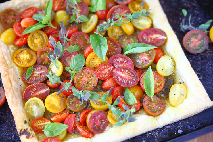 Colorful homemade tomato tart Food Freshness Close-up Healthy Eating No People Red Cherry Tomatoes Vegan Vegetarian Food Fresh Produce Fresh Herbs  Puff Pastry Natural Light Overhead Home Cooking Homemade Food Vegetables Colorful Savory Food Black Pepper Leaves Baking Pan Studio Shot