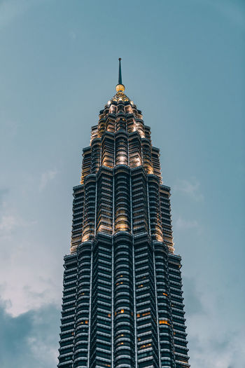 Petronas Tower EyeEm EyeEm Best Edits EyeEmNewHere EyeEm Best Shots EyeEm Selects EyeEm Gallery ASIA Malaysia Architecture_collection Architecture Architectural Detail Architectural Column City Modern Skyscraper Architecture Building Exterior Built Structure My Best Photo