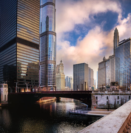 Chicago Chicago Chicago River Chicago Riverwalk Chicago Skyline Chicago Architecture Illinois Reflection USA Bridge Buildings Buildings Exterior Buildingstyles Clouds Highrises No People No Person Outdoors River Sky Us Water