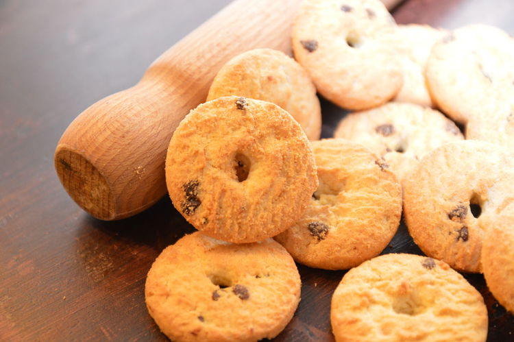 biscotti con gocce di cioccolato Food And Drink Food Cookie Sweet Food No People Homemade Indoors  Snack Close-up Freshness Ready-to-eat Day