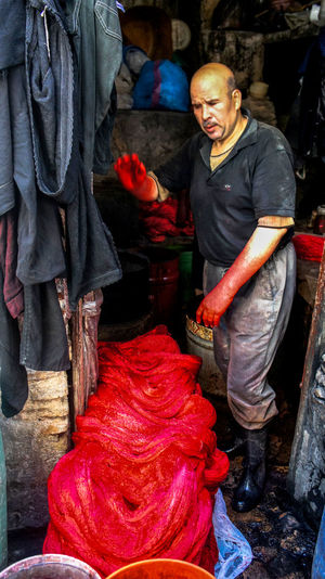 📸: Daniel Nery -- 🌎: Fez / 🇲🇦 -- 🗓: 2014 People Mature Adult Men Red Real People Red Paint Red Paint Residue Travel Destinations Trip Photo Trip Tourism Travel Marrocos Morocco Fez Morocco Connected By Travel Anonymous EyeEmNewHere