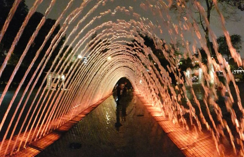 Tunnel Silhouette Water One Person Ilussion Fountain Splashing Spraying Tunnel View Nightlife Park Outdoors Sillouettes Illuminated Check This Out! Lima,Perú City Travel Destinations Night Break The Mold The Street Photographer - 2017 EyeEm Awards Mix Yourself A Good Time