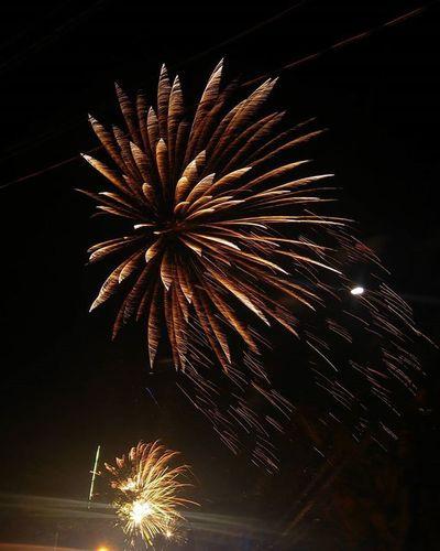 Happy new year everyone! Nakikinood lang ng fireworks. And look what I've captured. 😊😊 YearEnderFireworks Welcome2016 VSCO Vscocam Manigongbagongtaon Shutter Priority  Shuttermag Shutterlicious Shutterbug_travels Fast Shutter Speed Slow Shutter Slowshutter Slowshutter World Shutterspeed Shutterflow Shutterfest