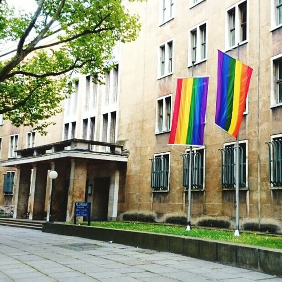 A coloful weekend in Berlin- by the Police too 😀👌 Police Polizei Christopher Street Day CSD CSD Berlin 2015 Offensichtlich Rainbow