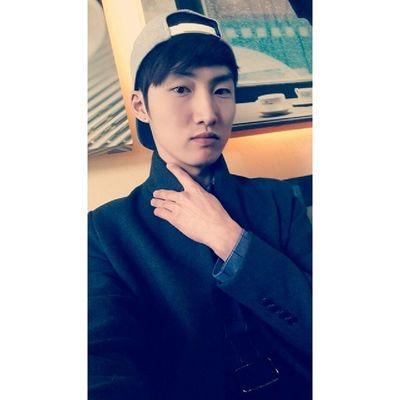 인스타사이즈  셀스타그램  홍대  스냅백 간만에 휴일! 내일은 졸업식!