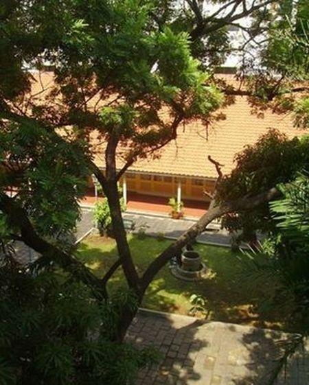 The museum garden [taken on 2009] Kotatuajakarta Jakartahistorymuseum Museumfatahillah Jakarta Museum