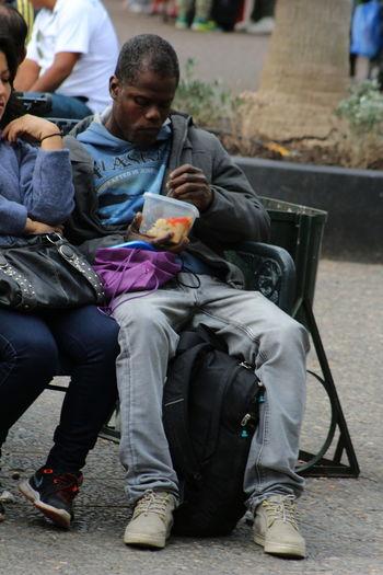 Inmigrante First Eyeem Photo Pobreza Inmigrantes Comidas Calle Tristesa Dolor Concienciasocial Empatía  Ayuda Soledad Strenger Stretphotography Cultura Fotoperiodismo
