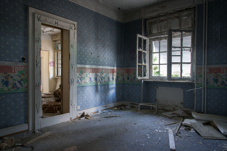 Urbex Abnachhaus Abandoned Abandoned Places Abandoned Buildings Room Vandalized Squat House Crack House Window Damaged No People Architecture Indoors  Building Door Entrance Domestic Room Built Structure Run-down Obsolete Day House Broken Deterioration Decline Absence Old Messy Ruined