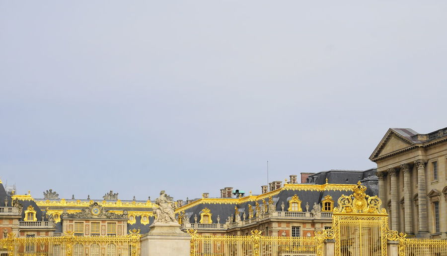 Chateau de Versailles Château De Versailles  Tourist Attraction  Travel Versailles Architecture Building Building Exterior Built Structure City Clear Sky Copy Space Day History Mansion Nature No People Outdoors Palace Sky The Past Tourism Tranquil Scene Travel Travel Destinations Yellow