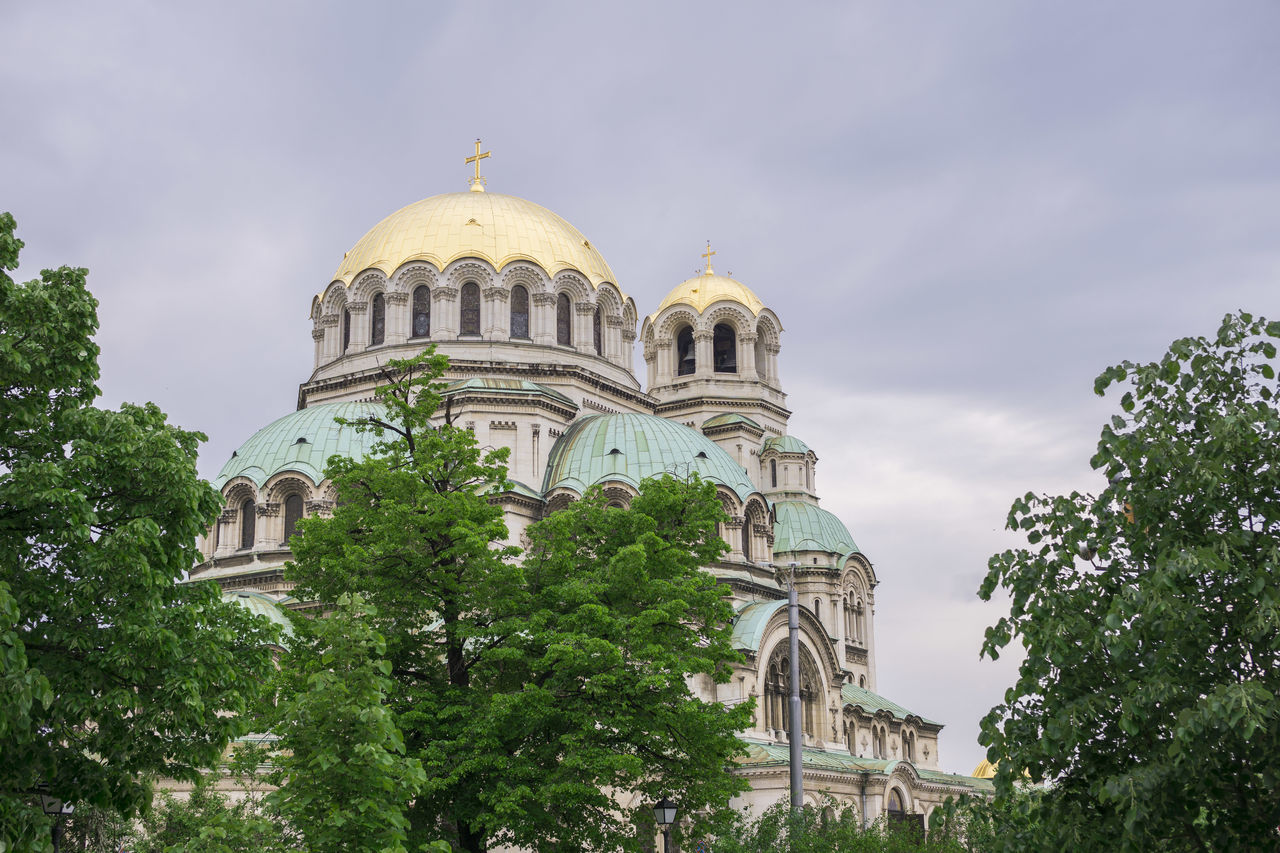 dome, architecture, built structure, religion, building exterior, spirituality, sky, place of worship, history, tree, tourism, travel destinations, outdoors, low angle view, day, no people