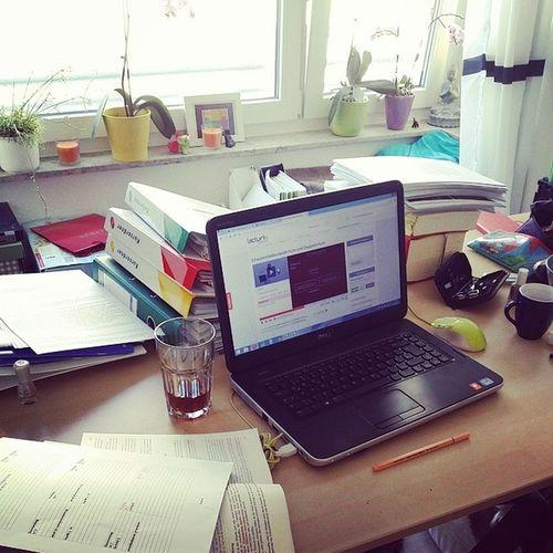 Hierbinichgerade in meinem Arbeitszimmer bzw jeden Tag von 9 bis mindestens 17 Uhr zum Glück sind es nur noch 99 Tage zum Examen Julijuwelen Mafflumomente jura studium