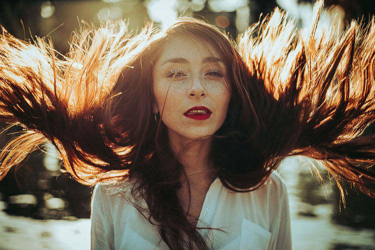 Mente libre International Women's Day 2019 Women Girl Hair Portrait Of A Woman Beautiful Woman Redhead Wind Moody Moody Portrait Sunlight Sunset Young Women Real People One Person Long Hair Day Outdoors Teenager