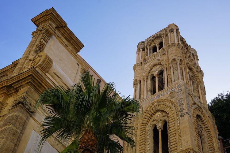 Chiesa di Santa Maria dell'Ammiraglio also known as Chiesa della Martorana. Palermo, Sicily, Italy. Chiesa Di Santa Maria Dell'Ammiraglio Chiesa Della Martorana Santa Maria Dell'Ammiraglio Martorana Photographer Photo Sicily Italy Palermo Sony Sonyalpha Sony A6000 Travel Destinations Architecture_collection Photography Old Buildings Architectural Detail Muslim Architecture History Architecture Built Structure Building Exterior Travel Place Of Worship Catholicism Church Religion Spirituality Christianity