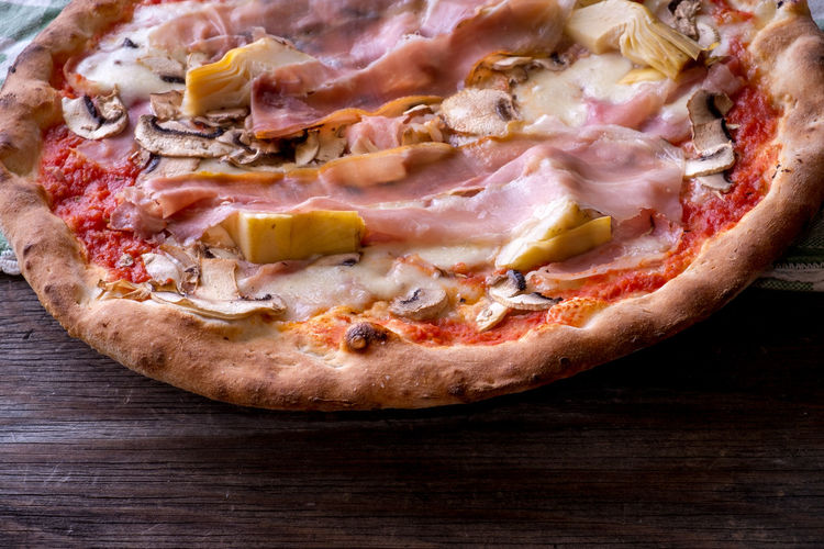 Pizza capricciosa Ham Mushrooms Pizza Capricciosa Artichokes Bacon Capricciosa Close-up Day Food Food And Drink Freshness Ham Indoors  Italian Food Meat No People Pizza Prosciutto Ready-to-eat Table
