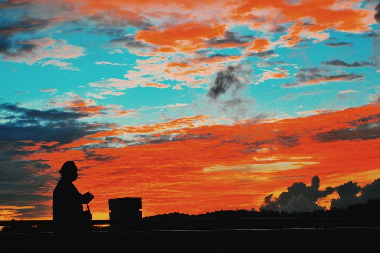 The Photograp Illumination Mood EyeEm Best Shots EyeEm Nature Lover EyeEm Gallery EyeEmNewHere EyeEm Selects Sunset Silhouette City Women Sky Dramatic Sky Atmospheric Mood Cloud - Sky Lightning Cumulus Cloudscape Meteorology Moody Sky Romantic Sky