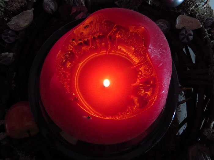 Candle Flame Burning Fire Illuminated Fire - Natural Phenomenon Glowing High Angle View Lighting Equipment Candlelight Wax Red Heat - Temperature Directly Above Close-up Melting Wreath Christmas Decoration Christmas Candle Melted Wax Melting Melted Warmth Warm Light Coronalight