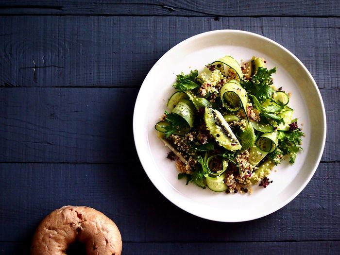 Cucumber & Kiwi Green Salad Bagels Salad Foodphotography Fruit Healthy Eating Healthyfood On The Table Simplicity Vegan Food Vegetable