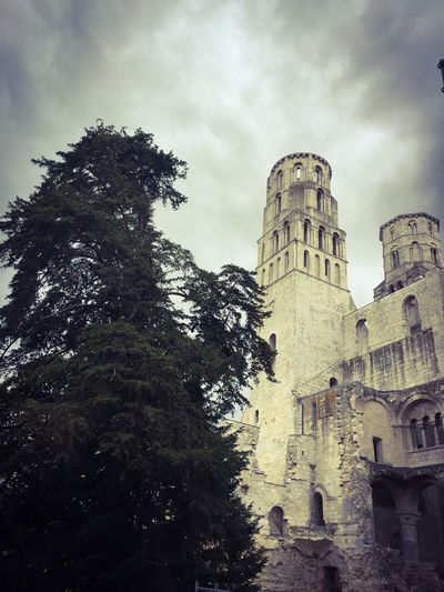 Abbey Ruins Jumièges Frankreich ♥ Ruin Adorable France Famos Abbey Ancient Ruins Architecture Built Structure Building Exterior Tree No People History Spooky Gespenstisch Iphone 6 France 🇫🇷 Urlaub ❤ Holiday Vacation Normandie