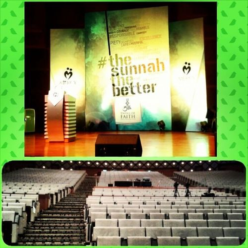 ^^ Alhamdulillah, today gonna be the last day for @twinsoffaithkl 2013 :) The seats are still empty, being the first person in the PICC hall, hoho semangat !!! ;p *Gaining knowledge is a sunnah!* InsyaAllah Thesunnahthebetter TwinsOfFaith Putrajaya Picc