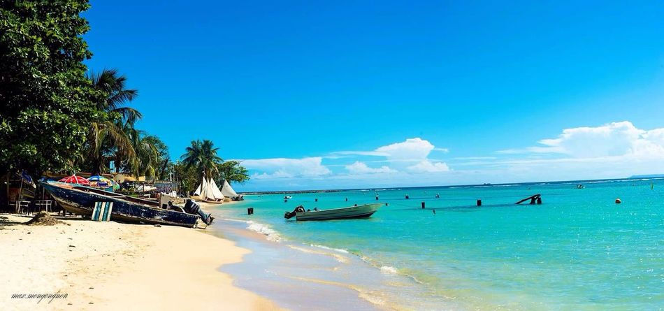 Sea Blue Beach Tranquility Tranquil Scene Water Sky Scenics Horizon Over Water Nature Beauty In Nature Yacht Nature_perfection Nature Photography Tropical Paradise Sailboat Tourist Resort Sand Idyllic No People Travel Destinations Day Cloud - Sky Outdoors Vacations