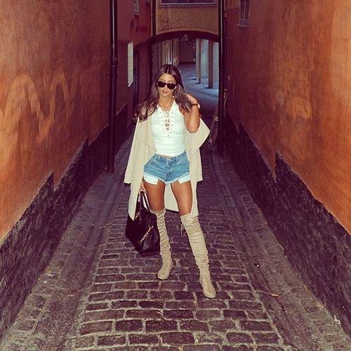 Follow me on instagram @itsmissjanetta That's Me Hello World Fashion