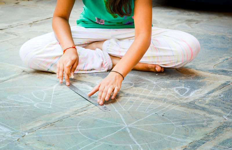 Rangoli Time Artist Culture Drawing Floor Measurement One Person Rangoli Sitting