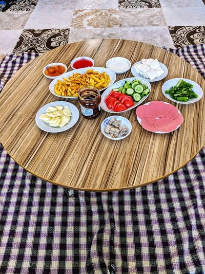 türkischer Frühstückstisch Turkey Türkei Food Food And Drink Breakfast Multi Colored Pattern Table Plate Variation High Angle View Close-up Drawing - Art Product Served Prepared Food Tablecloth