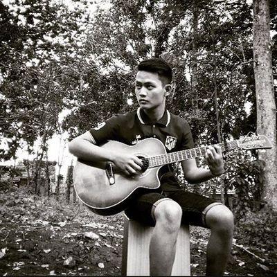 Taken by: @sandydaud Loc: indonesia Theme: come on playing music Hairstyle Guitar ALaM Style Shortjeans Music Comeon Playing Player Indonesian Cintaalamindonesia Cintadamai✌ Likeforlike Follow4follow Blackandwhite Thisisme Photgraphy Exploreindonesia Indonesiaindah