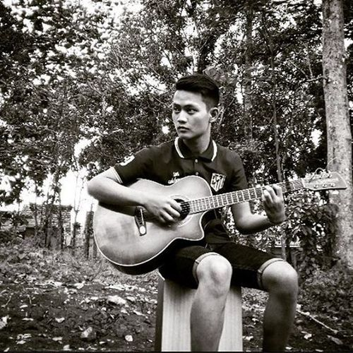 Taken by: @sandydaud Loc: indonesia Theme: come on playing music Hairstyle Guitar ALaM Style Shortjeans Music Comeon Playing Player Indonesian Cintaalamindonesia Cintadamai✌ Likeforlike Follow4follow Blackandwhite Thisisme Photgraphy Exploreindonesia Indonesiaindah