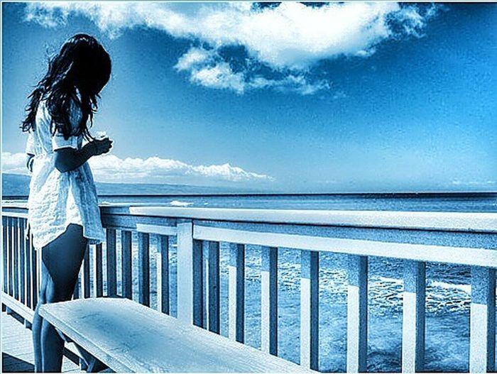 Pensando en Azul, el futuro siempre tiene mejor color. Enjoying Life Relaxing Azul Girl