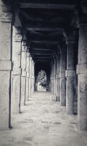 Architecture No People Qutub Minar Architectural Column Built Structure Corridor The Way Forward Eyeemindia Eyeem Market Mobilephotography Icredibleindia EyeEm Selects Place Of Worship UNESCO World Heritage Site Ancient Travelling India History Travel Destinations Black And White Friday