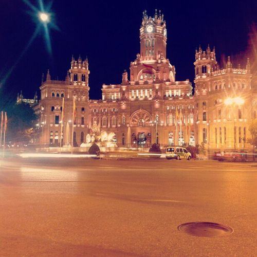 Madrid España SPAIN PlazaDeCibeles BancoDeEspana Ayuntamiento Night Moonlight Square City Instagood Instamode Instamadrid Moon Europe Capital