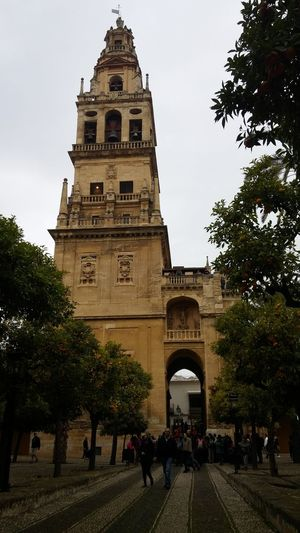 Patio de los naranjos. Córdoba. Sin Filtros LGG3 Andalucía Preciosos Momentos Monumentos  Cordoba Spain Patio De Los Naranjos Sinfiltroporqueporsisoloeshermoso Monument Travel Destinations Tower Built Structure Architecture Tourism History Large Group Of People Tree Politics And Government Tourist Vacations Sky Clock Tower City Building Exterior Outdoors