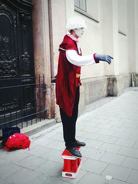 Streetart Onemanshow Everyday People Streetphotography Munich Actor Human Statues The Human Condition