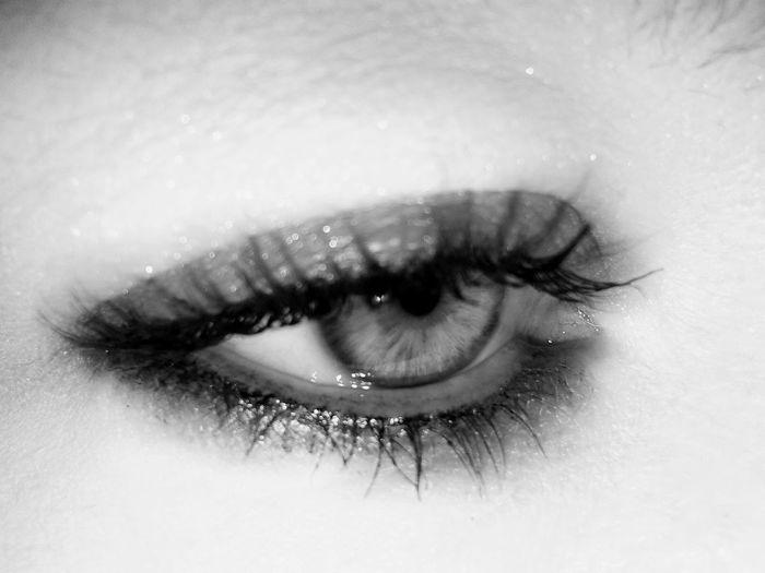 Eye Me Bnw