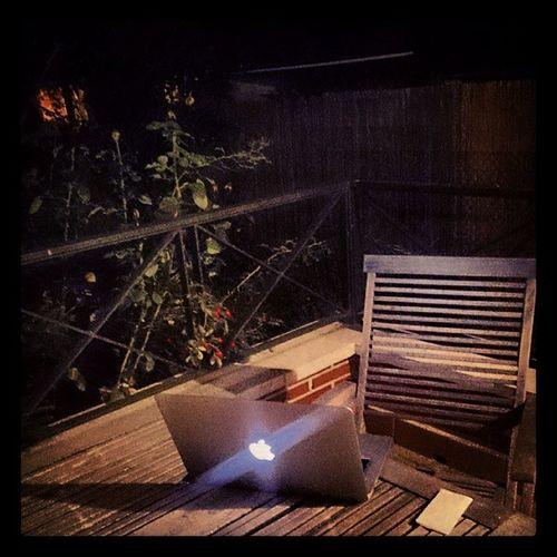 Hace una noche de portátil en el jardín, estupenda!!!! XDD Igerslaquinta Molo Ysimepongounacopa ??