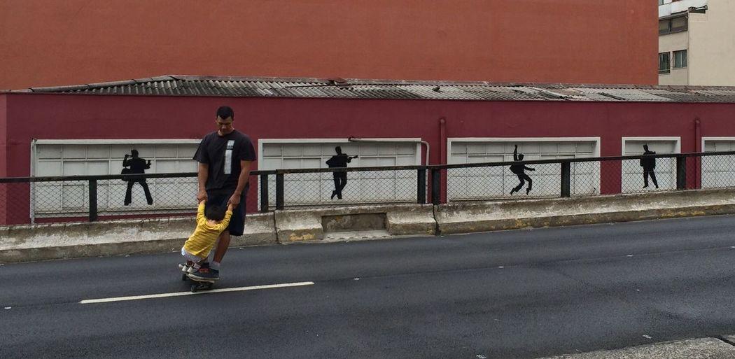 Aula de Skate São Paulo, Brasil Skating Skating ✌ Fatherhood Moments Minhocão Teaching Father & Son Urban Urbanphotography Urban Scene Saopaulocity SaoPauloBrazil Sao Paulo - Brazil Saopauloemimagens Embrace Urban Life Chance Encounters