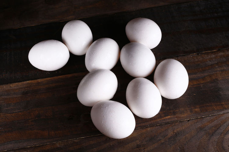 Wood - Material Egg Table Indoors  Food Food And Drink Freshness Healthy Eating Still Life White Color Wellbeing No People High Angle View Raw Food Close-up Directly Above Animal Egg Group Of Objects Brown Wood