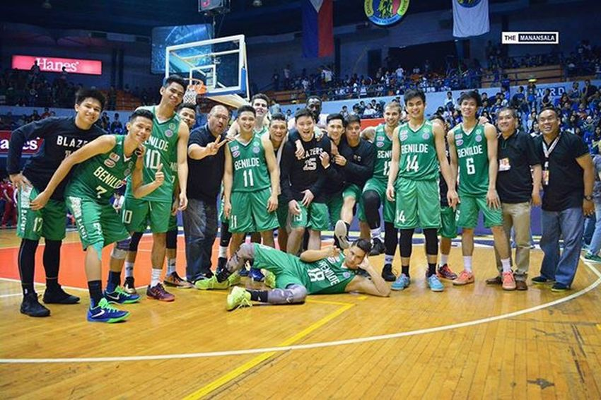 Gerard Castor (@gcast16) led Benilde Blazers to a victory against LPU Pirates, 59-56, Thursday at San Juan Arena 🏀 . . . 🏆 Castor scored 14 points (4/5 treys - of which, one is a halftime buzzer-beater from the back of the court), 9 rebs, 3 assts, and 2 stls. Meanwhile, Smart Elite @jonathangrey14 and @ohhhhjr had combined score of 25 points (13 and 12, respectively) . . . NCAA Ncaa91 Ncaaseason91 CSBvsLPU benilde blazers blazersnation onelasalle hoop ballers ballislife basketball themanansala