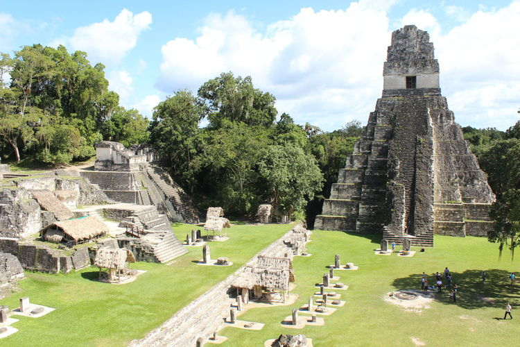 http://www.raconets.com/es/una-mica-de-tot/2018es/ Raconets Plant Architecture The Past History Tree Old Ruin Built Structure Sky Ancient Nature Travel Destinations Day Religion Building Exterior Green Color Travel Cloud - Sky Ancient Civilization Tourism Place Of Worship Archaeology No People Outdoors Ruined Tikal Guatemala Cultures Culture Cultural Historic History Architecture Travel Traveling Travel Photography Amazing Amazing View Amazing architecture Silence Forest Forest Photography Forestwalk Mayan Ruins