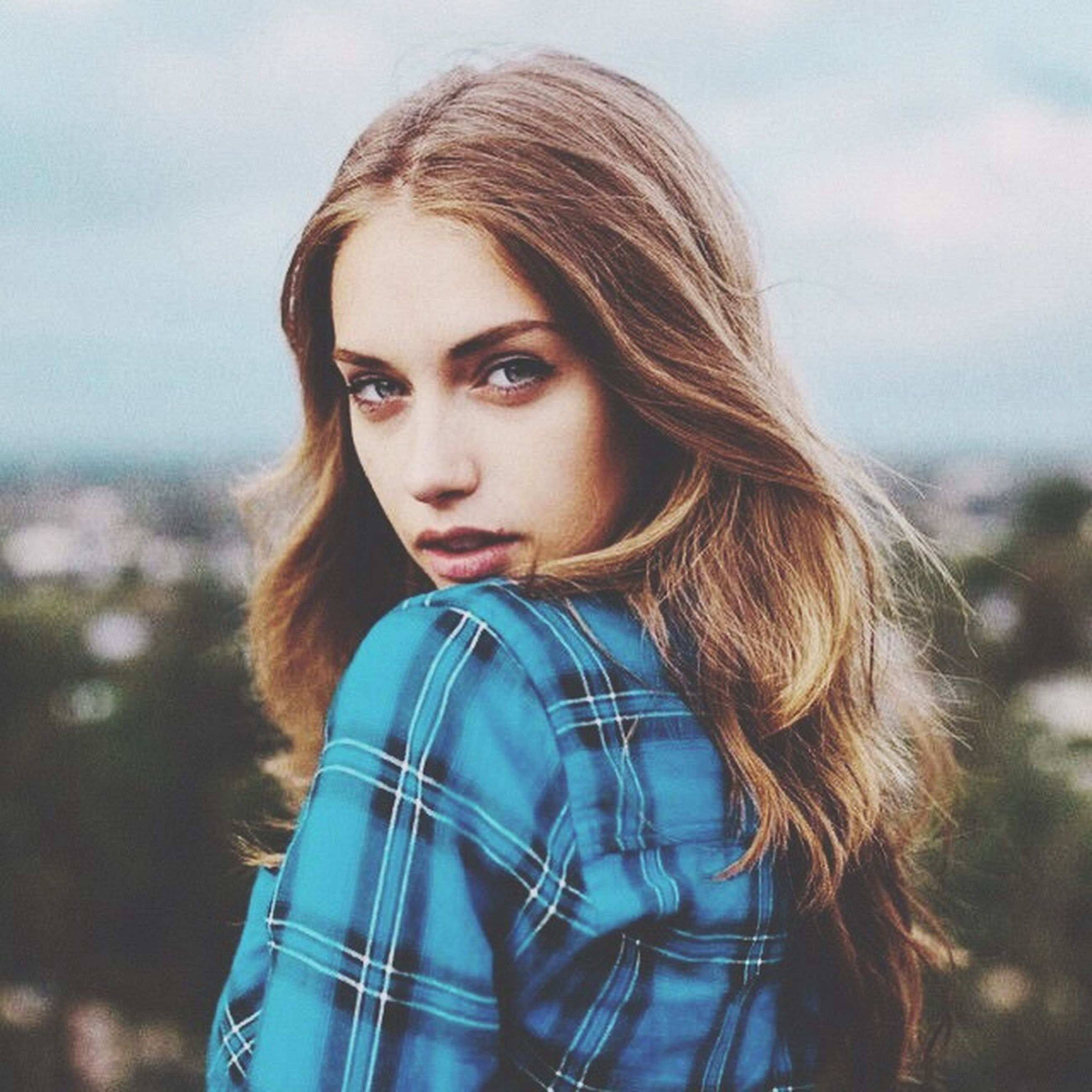 long hair, young adult, young women, person, lifestyles, headshot, focus on foreground, portrait, leisure activity, looking at camera, brown hair, casual clothing, waist up, front view, head and shoulders, blond hair, smiling