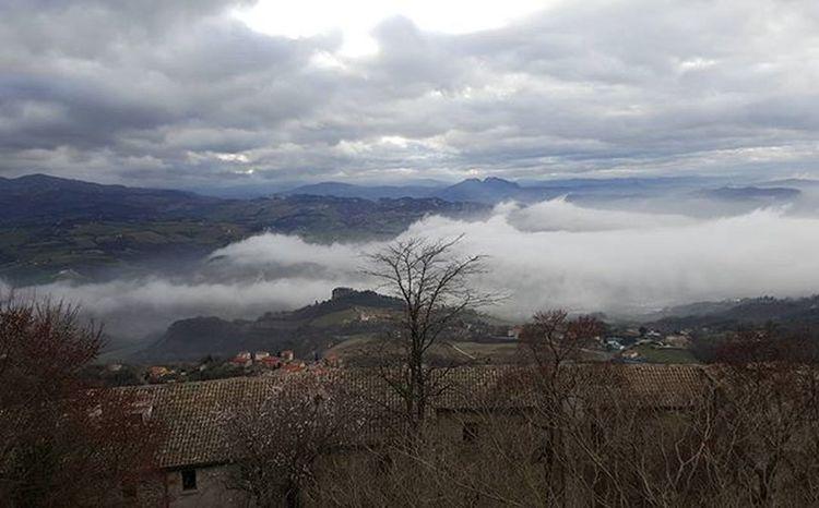 Nebbia a Sanmarino Fog Repubblicadisanmarino Centrostorico Paesaggio Republicofsanmarino Cloudscape Fogscape Paesaggioitaliano Emiliaromagna Citta Nebbia Panorama Panoramicview