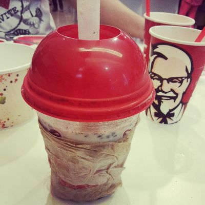 My favorite cookies & cream krusher only at KFC. KFC Kfcph CookiesNcream Krusher colonel fave instameal instafood yajecin