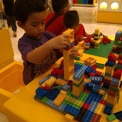 Lego time with Razan LEGO Razan Playtime Nephew