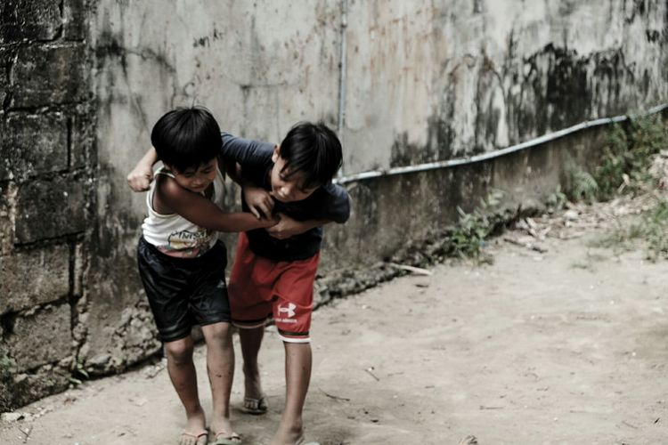 Child Two People Childhood Boys Girls Togetherness Friendship Children Only Outdoors Bonding Brother Full Length Happiness People Water Day